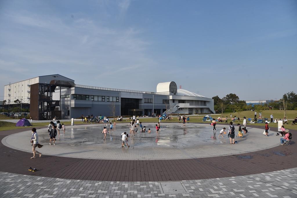 噴水広場・芝生広場